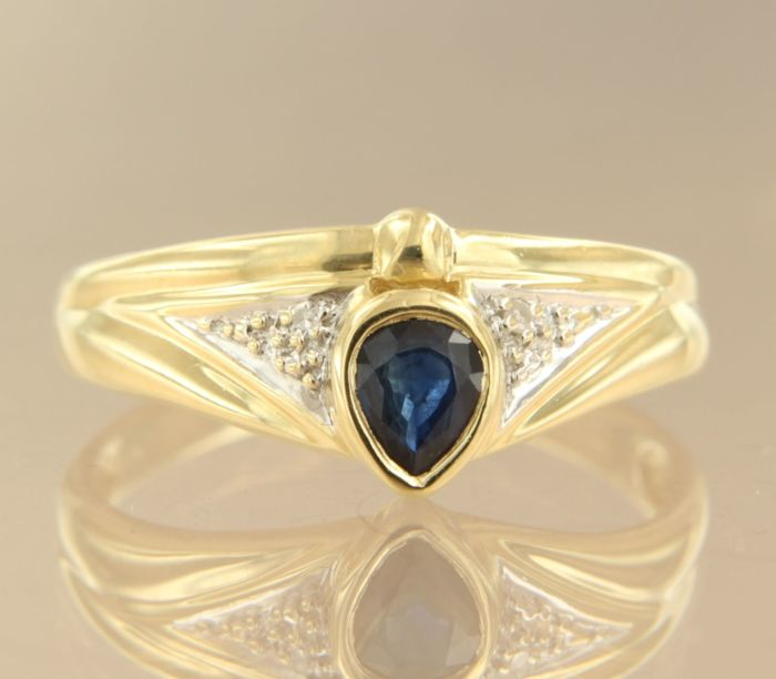 14 kt Bicolour gold ring set with sapphire and 2 single cut diamonds, approx. 0.01 ct in total, ring size 18 (56)