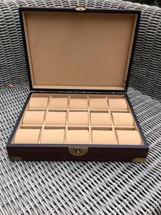 Very luxurious, elegant, durable, solid wooden watch box for 15 watches