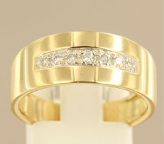 18 kt Yellow gold ring set with 7 brilliant cut diamonds, approx. 0.17 ct in total, ring size 18.5 (58)