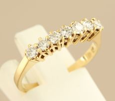 18 kt yellow gold ring set with 7 brilliant cut diamonds, 0.56 ct, ring size 17.5 (55)