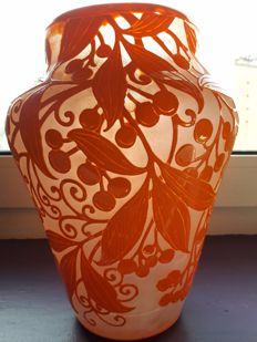 Daum Frères - 'Virginia Creeper' Vase - Blown moulded vase, double layer, acid-etched