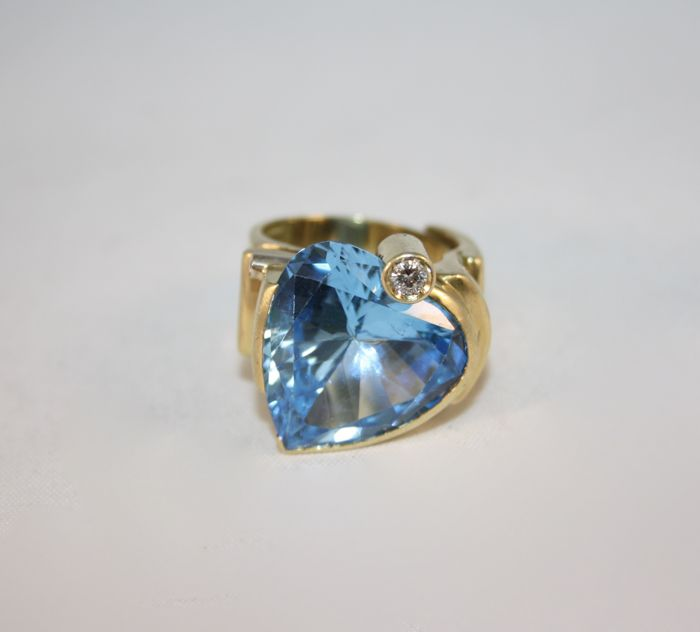 Misani - 18 kt gold ring with azure topaz heart and diamonds for 0.18 ct. Weight: 24 g - Size: 18