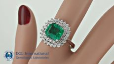 2.45 ct natural Colombian emerald and diamond ring in 14 kt white gold