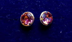 14 kt earrings with 2 carat of gold mystic topaz, diameter: approx. 0.7 cm.