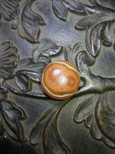 Sheep eye pattern agate tianzhu. Size: 20.8 x 10 mm.