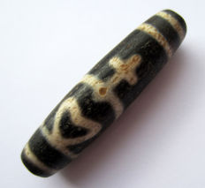 Large agate bead with bottle pattern – Tibet – end of the XX century.