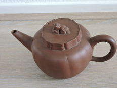 Brown teapot with mythological lid – China – 2nd half 20th century