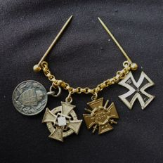 Miniature chain with 4 badges from WW I and II