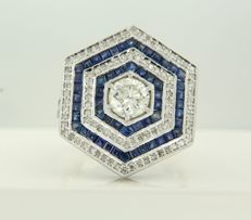 14 kt White gold ring in Art Deco style, set with a 0.90 ct old European cut diamond and an entourage of 78 carré and fantasy cut sapphires, 1.30 ct, and 95 single cut diamonds, 0.40 ct, ring size 17 (53)