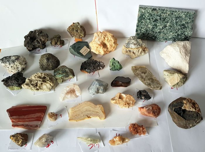 Large collection of 32 minerals - 23 to 170 mm - 4.3 kg (32)