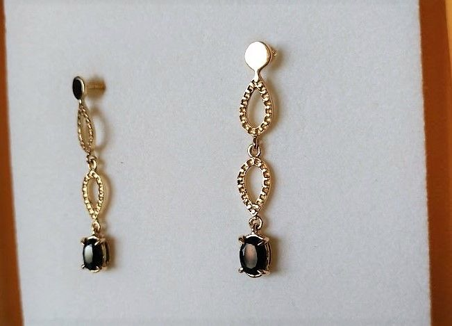 Earrings in 18 kt Gold with Sapphires weighing 1.30 ct in total – Length: 3.5 cm - No reserve