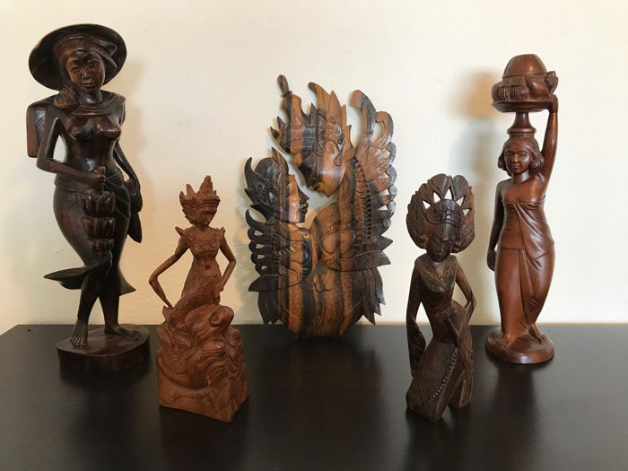 Five detailed wood carvings - Bali - Indonesia - mid 20th century