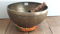A carving singing bowl 26cm 1736g- Nepal - late 20th century