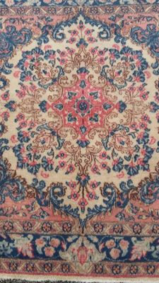 Beautiful Hand-knotted Persian Kerman carpet