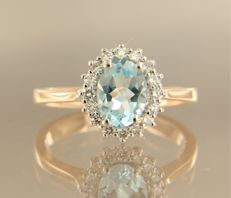 14 kt bi-colour gold entourage ring with 1.30 ct oval topaz and 16 brilliant cut diamonds, 0.32 ct - 54 (EU)