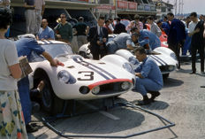 1962 Le mans 24 hour Briggs Cunningham, USA Maserati Tipo 151/1 Coupé Photograph Pits 54 cm x 44 cm