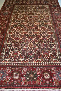 High-quality hand-knotted Persian carpet 205 x 137 cm End of the 20th century