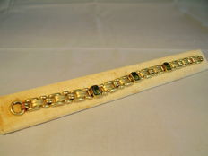 Bracelet with three tourmaline-green spinels of antique cut totalling approx. 3 ct.