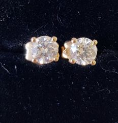 18k Gold Solitaire Diamond Stud Earrings - total 0.75 cts K / VS2
