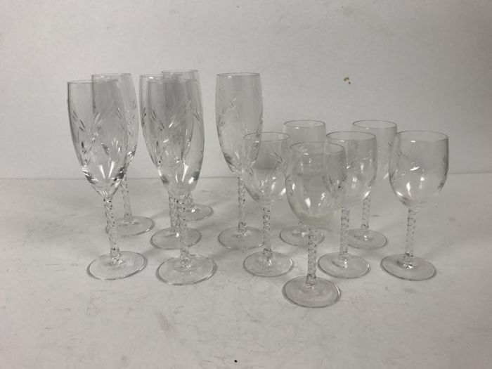 Set of 12 crystal wine glasses