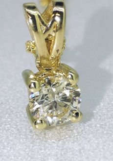 Yellow gold solitaire pendant with one 0.35 ct brilliant cut diamond *** No reserve price ***