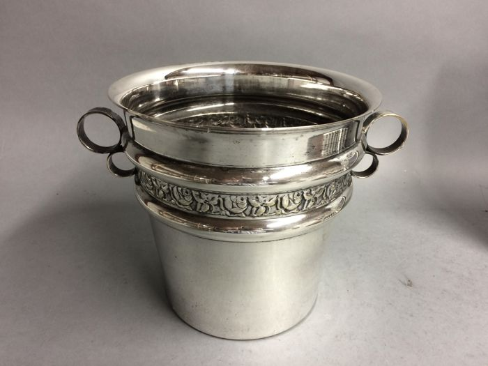 Silver plated champagne cooler, classic model met 2 x 2 rings, England, ca. 1935