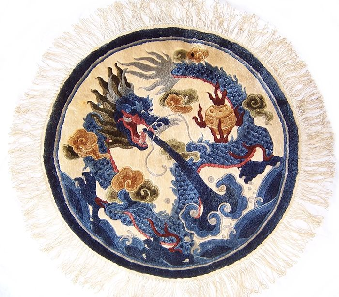 Qing dynasty style, Chinese dragon, depicting handmade round silk carpet / rug - China - 20th Century