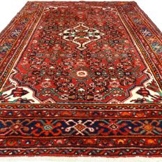 """Hamadan – 229 x 161 cm – """"Persian, richly decorated carpet in wonderful condition"""" – With certificate."""