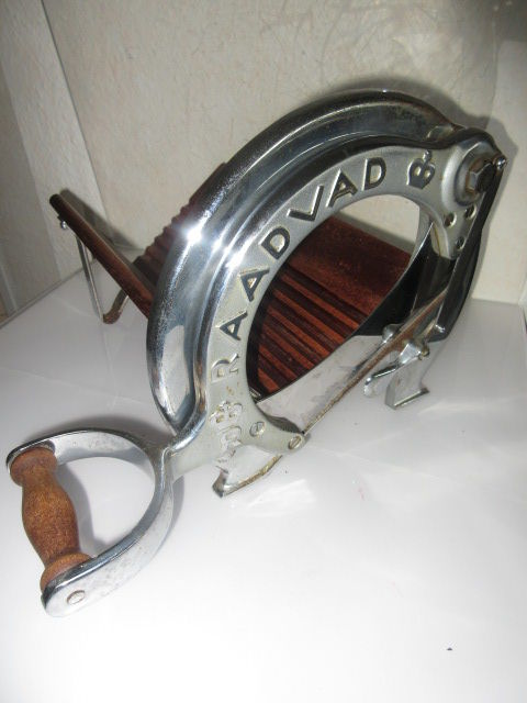 Raadvad -Cutter / Bread Slicer Danish Design no. 294 Silver color Chrom Vegetable Fruit Cutting Board Guillotine Slicer blade in wood and cast iron