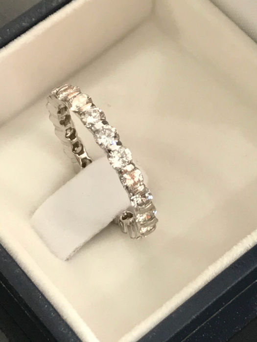 American wedding ring in white gold with 1.76 ct Top Wesselton diamonds