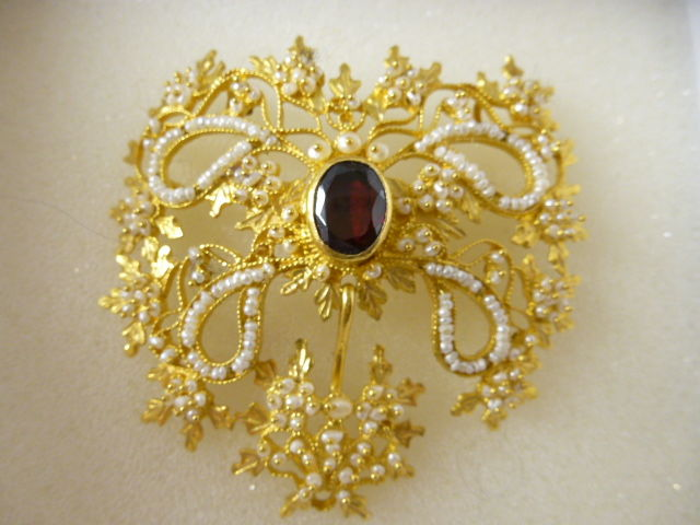 Gold filigree brooch - 1970s