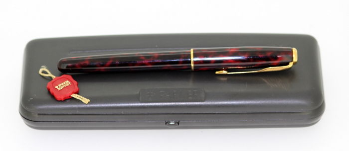 Vintage Parker Sonnet Fountain Pen, 18K Yellow Gold Nib, France Circa. 1990's