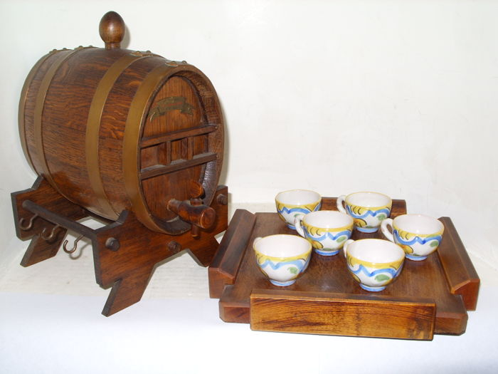 Cognac, wine barrel, on standard with 6 cups and wooden tray