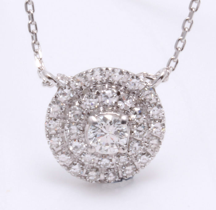 14 kt White gold pendant with 31 brilliant cut diamonds, 0.50 ct in total