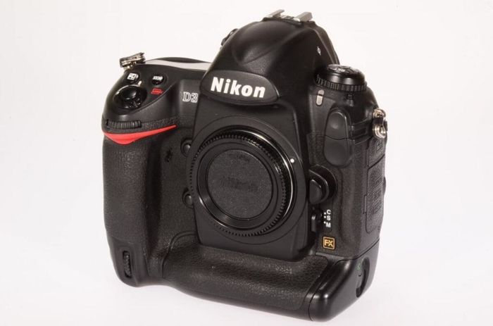 Nikon D3-body (2008) Full frame, 200-6400 iso