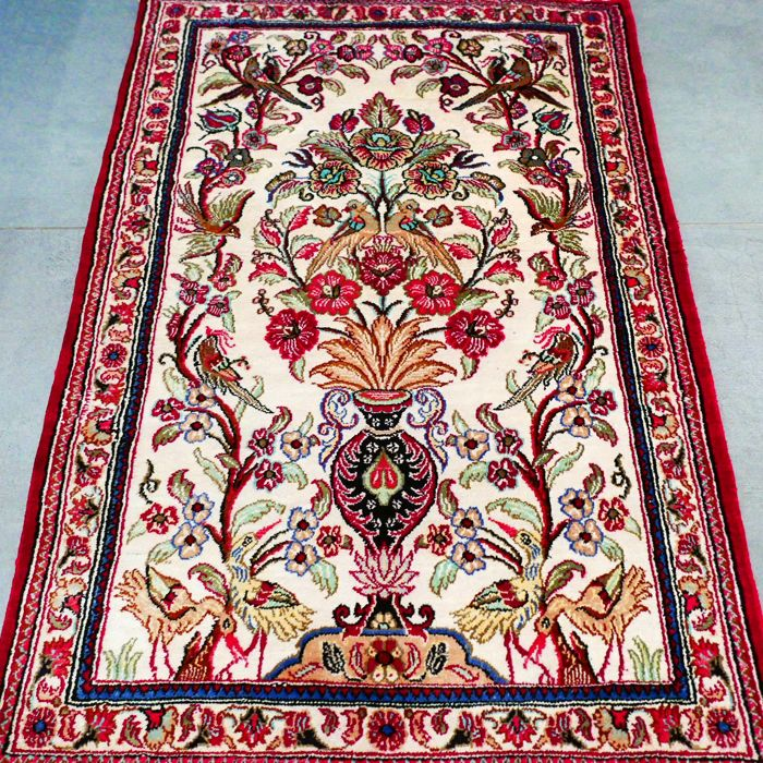 Stunning vase pattern Qom Persian carpet – with certificate – 1,000,000 kn/m² – very good condition