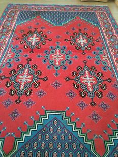 Georgus /amazing Oriental / Tuneisian hand knotted carpet in very good condition!!