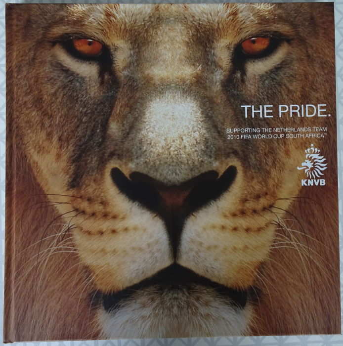 Football: Beautiful book The Pride - published by the KNVB - only given to special relationships as a result of the World Cup 2010.