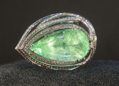 Golden ring with diamonds and MSU certified Emerald 14,91 ct. Size 18. Total 9,91 g.