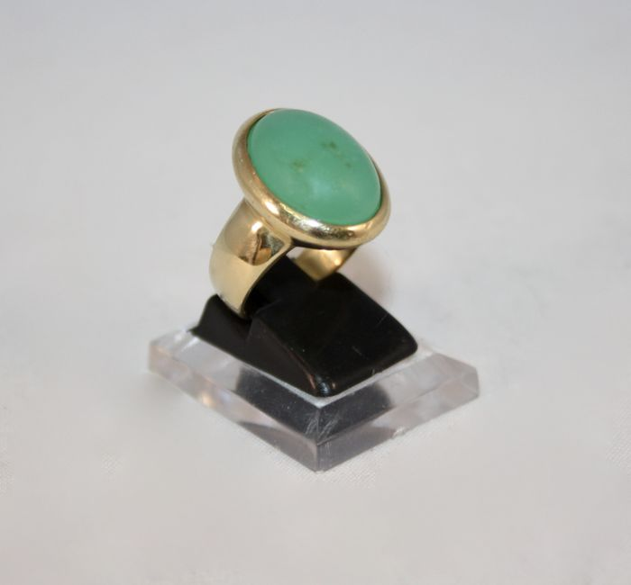 18 kt gold and jade ring - Size: 14.