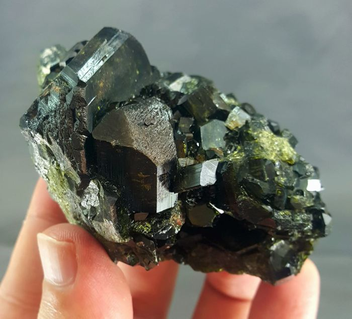 Lustrous Epidote Crystal cluster - 83 x 60 x 49 mm - 281gm