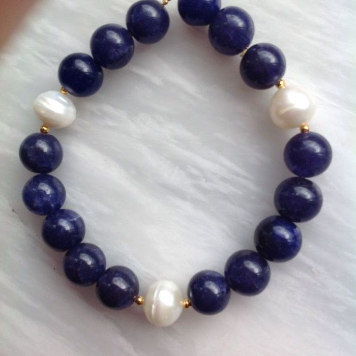 Bracelet made of Sapphires and Freshwater Pearl, 25 grams, 21 cm. Yellow gold, 18 kt/750 clasp.