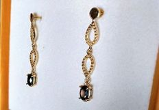 New earrings in 18 kt gold with sapphires totalling 1.30 ct  - Length: 3.5 cm - No reserve