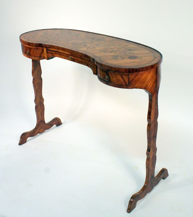 Table in kidney shape with drawer in wooden veneer and floral marquetry - Louis XVI - probably France - end of the 18th century