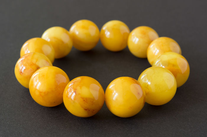 Baltic Amber bracelet vintage butterscotch colour, 45.68 gr. No Reserve