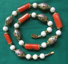 Antique Chinese cloisonne enamel necklace salmon coral and cut white coral beads - 54.3 g - no reserve price