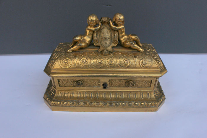 Important jewel box in finely chiselled gilt bronze - Napoleon III period - France - second half of the 19th century.