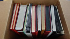 World 1900/2000 – Batch, mostly Netherlands, in ten stock books, two folders and on album pages.