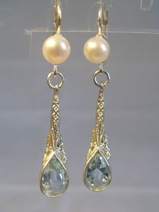 Earrings with verified blue topazes weighing a total of 2.65 ct