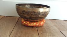 A handmade singing bowl, Diameter: 24 cm 1350g- Nepal - Second half of 20th century